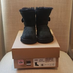 Toddler size 6 Ugg Bailey Button
